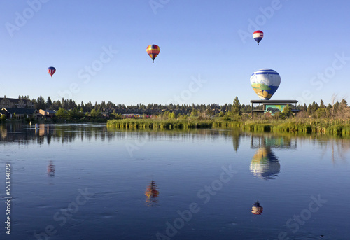 Foto op Plexiglas Ballon Many hot air balloons over the Deschutes River, Bend, Oregon