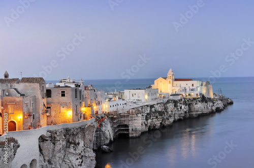 Leinwandbild Motiv Vieste al tramonto, Puglia, Italia. Vista panoramica