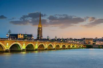 Bordeaux - Pont de Pierre et Basilique Saint Michel