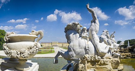 Neptune Fountain & Schloss Schonbrunn Palace