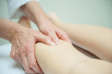 Detail of a massage performed by a masseuse with long experience