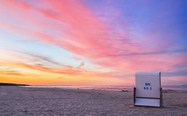 Strand - Strandkorb - Sonnenuntergang (I)