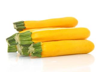 Courgettes jaunes isolées