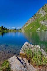 Bergsee mit Ufer