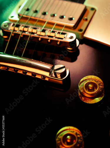 Electric guitar pickup and bridge