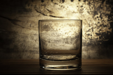 vaso retroiluminado con fondo grunge