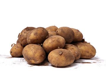 Biokartoffeln auf weiß isoliert
