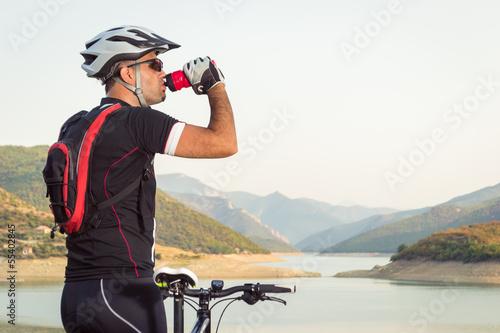 Fotobehang Wielersport Mountain biker beside a beautiful lake