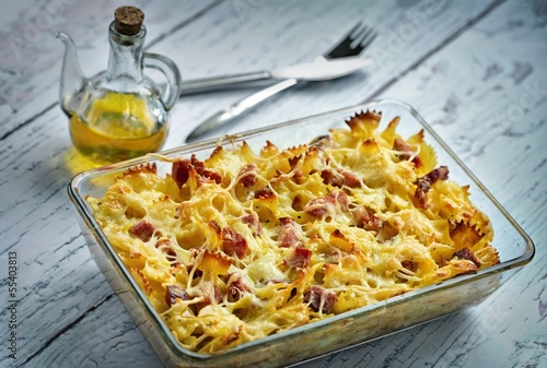 Baked pasta with smoked meat