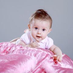 Süßes Kind Mädchen im Foto Studio