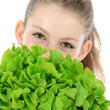 Teenager mit Salat