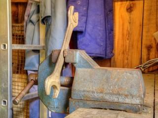 Schraubenschlüssel Schraubstock  DDR