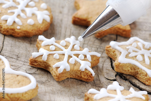 Christmas cinnamon cookies decorating process