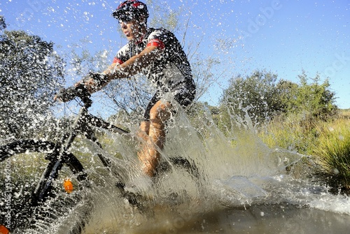 mountain bike splashing