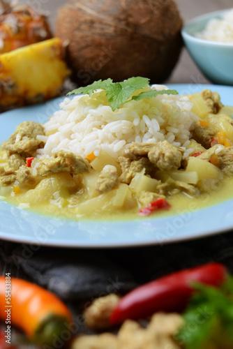 Sojafleisch-Curry mit Ananas und Kokosmilch