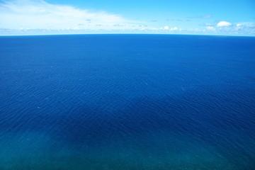 真っ青な海