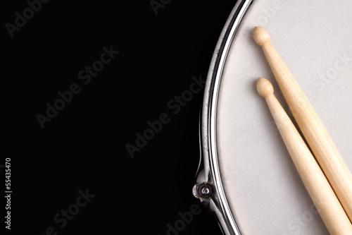 Leinwanddruck Bild Snare drum and drumsticks