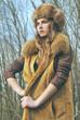 портрет красивой девушки в меховом пальто