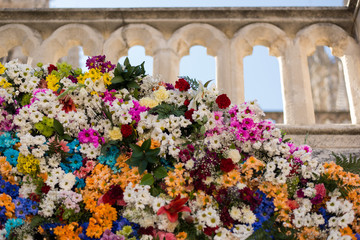 Flores en la catedral