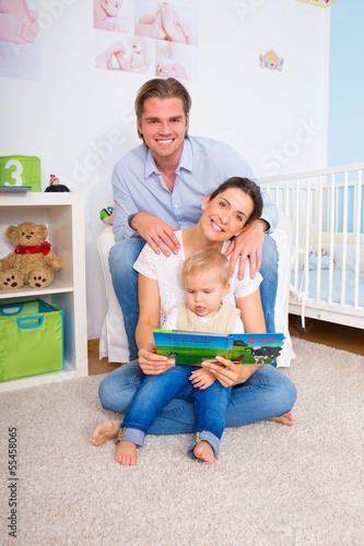 familie im kinderzimmer