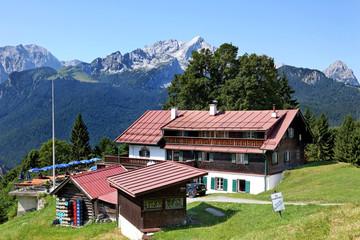 Gasthof auf der Eckbauer Alm in den Alpen