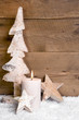 Erster Advent - eine brennende Kerze - Weihnachten Holz
