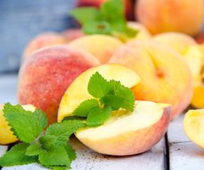 Leckerer Fruchtgenuss: Frische Pfirsiche