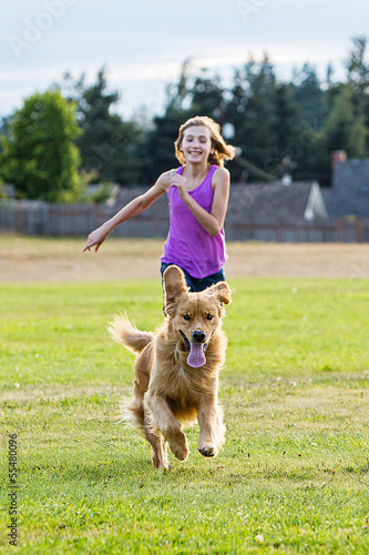 kid and a golden retriever