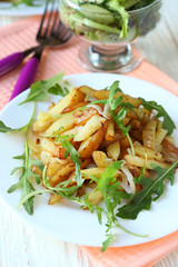 potatoes with onion and arugula
