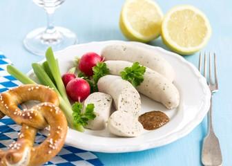 Weißwurst mit süßem Senf und Brezeln