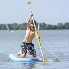 kleiner Junge auf dem Board