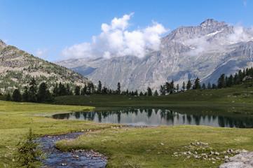 lago alpino Parco Nazionale Gran Paradiso Italia
