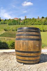 tonneau à vin devant coteaux