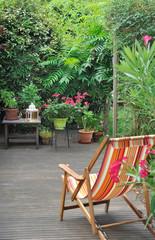 chaise longue en terrasse