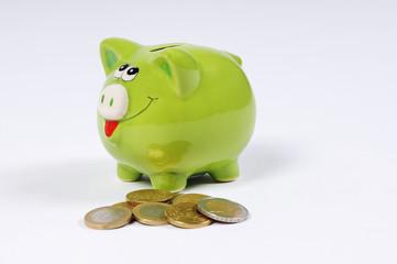 Sparschwein und Euro Münzen