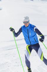 Wintersportler beim Langlauf