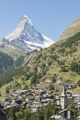 Zermatt, Bergdorf und Kirche, vor dem Matterhorn, Schweiz