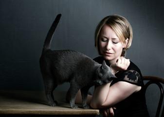 Frau und Katze