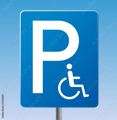 Blaues Schild Behindertenparkplatz