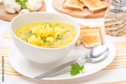 cauliflower soup with curry