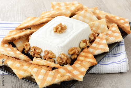 Sformato di formaggio con noci e pane