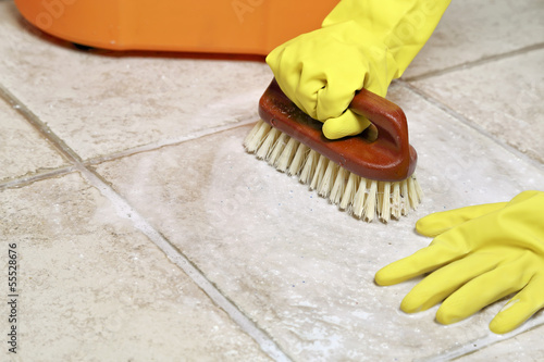 floor scrubbing - 55528676
