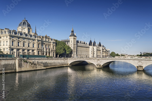 Paris Conciergerie Seine