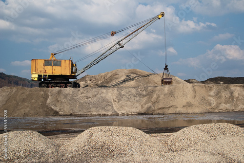Rope excavator for mining sludge