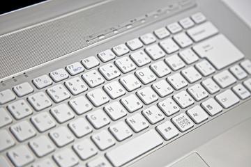 シルバーカラーのキーボード