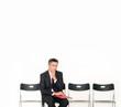 Mann wartet auf Bewerbungsgespräch
