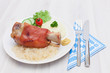Grillhaxe mit Sauerkraut und Pürree
