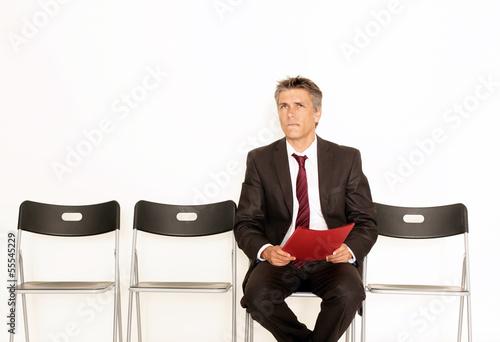 Mann mit Unterlagen