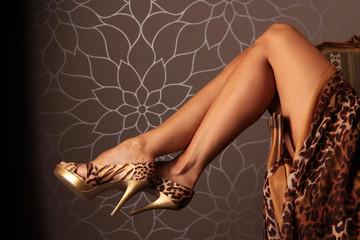Beine und Stöckelschuhe