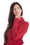 Schöne junge nachdenkliche Frau in mit einem roten Pullover